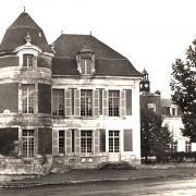 Courson-les-Carrières (89) Le château, mairie CPA