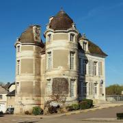 Courson-les-Carrières (89) Le château