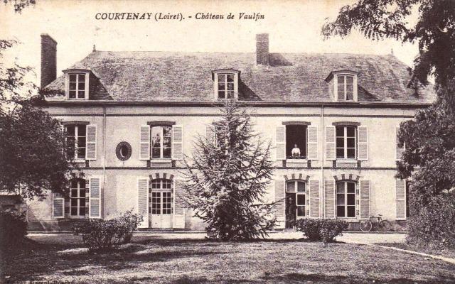 Courtenay (45) Château de Vaulxfin CPA
