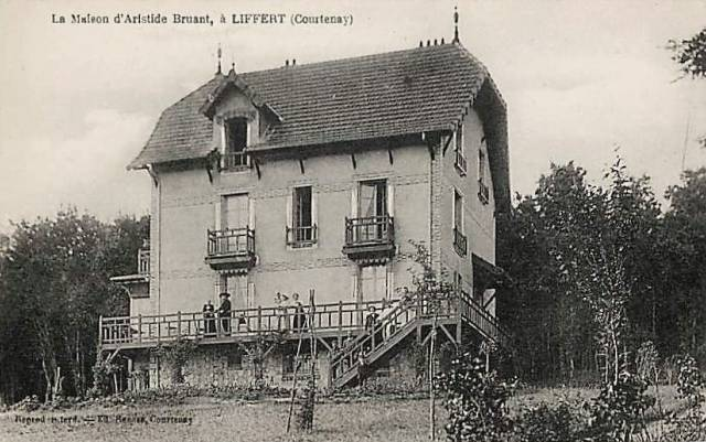 Courtenay (45) Liffert, maison Aristide Bruant CPA
