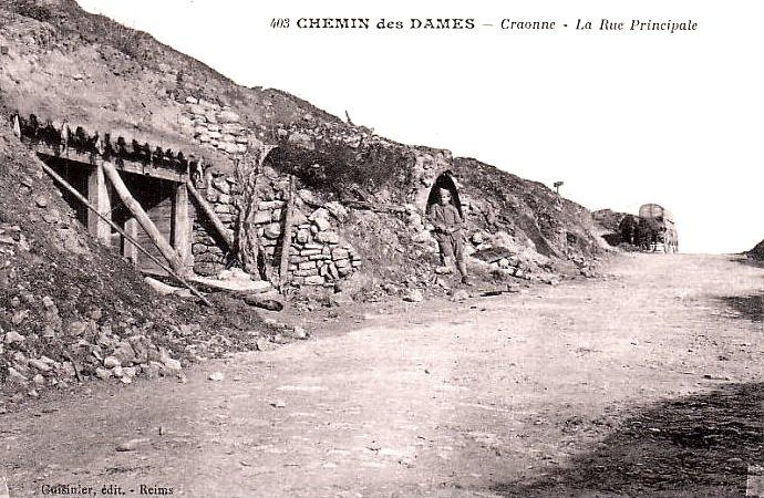 Craonne (Aisne) CPA la rue principale ruines