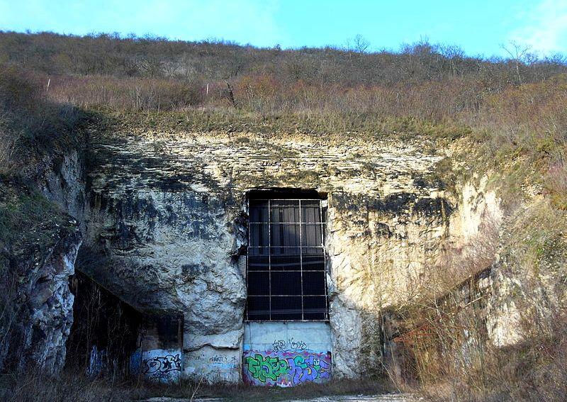 Cravant (89) L'usine souterraine, la porte d'entrée