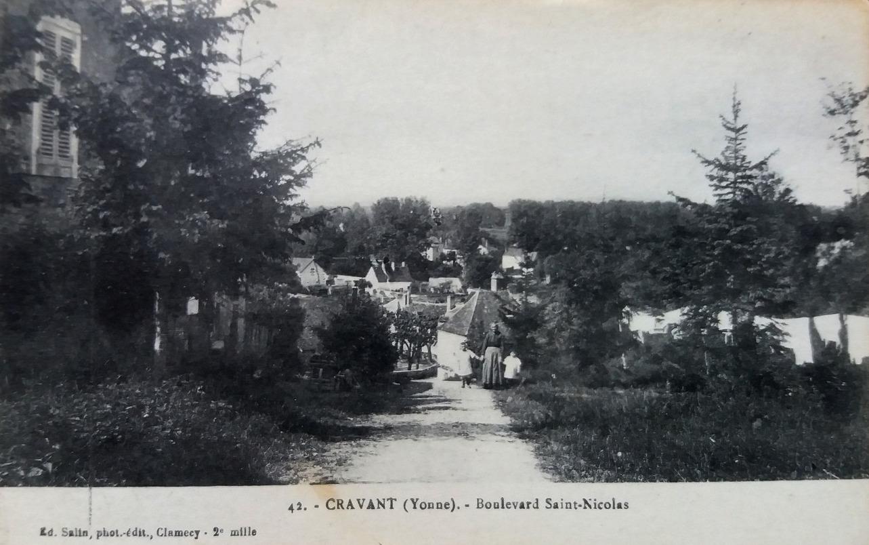 Cravant (89) Le Faubourg Saint-Nicolas CPA