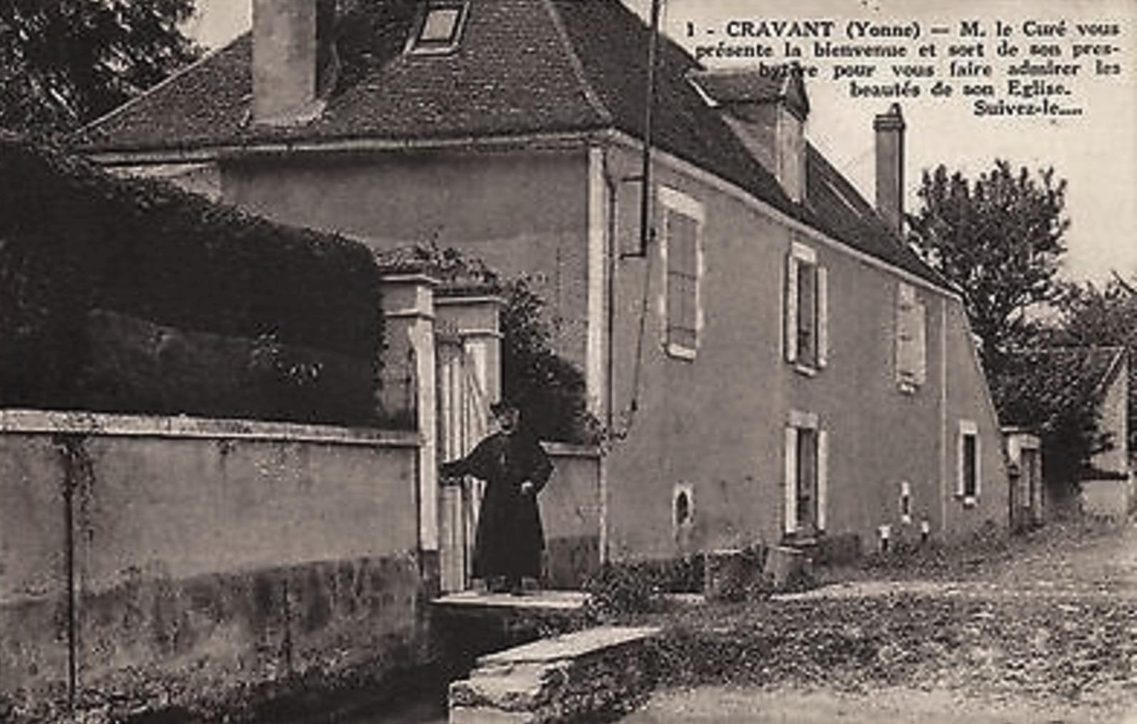 Cravant (89) Le Presbytère CPA