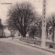 Cravant (89) Les Promenades CPA