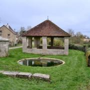 Crux-la-Ville (Nièvre) Le lavoir
