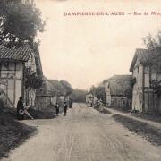 Dampierre (10) La rue de la Margerie CPA