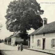 Dampierre (10) La rue de Vaucogne CPA
