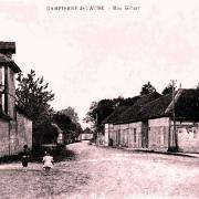 Dampierre (10) La rue Gibert CPA