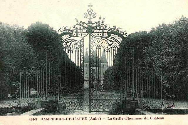 Dampierre (10) Le château, la grille CPA