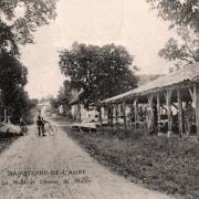 Dampierre (10) Le chemin de Mailly et la Halle CPA