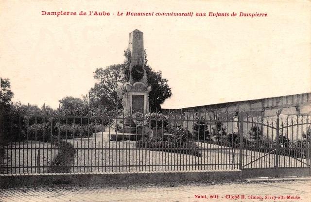 Dampierre (10) Monument aux morts CPA