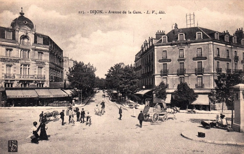 Dijon (Côte d'Or) L'avenue de la Gare CPA