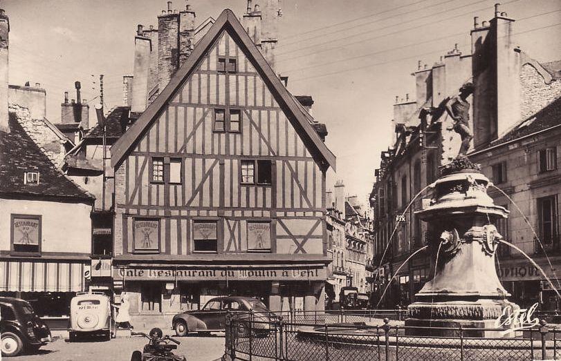 Dijon (Côte d'Or) La fontaine du bareuzei CPA