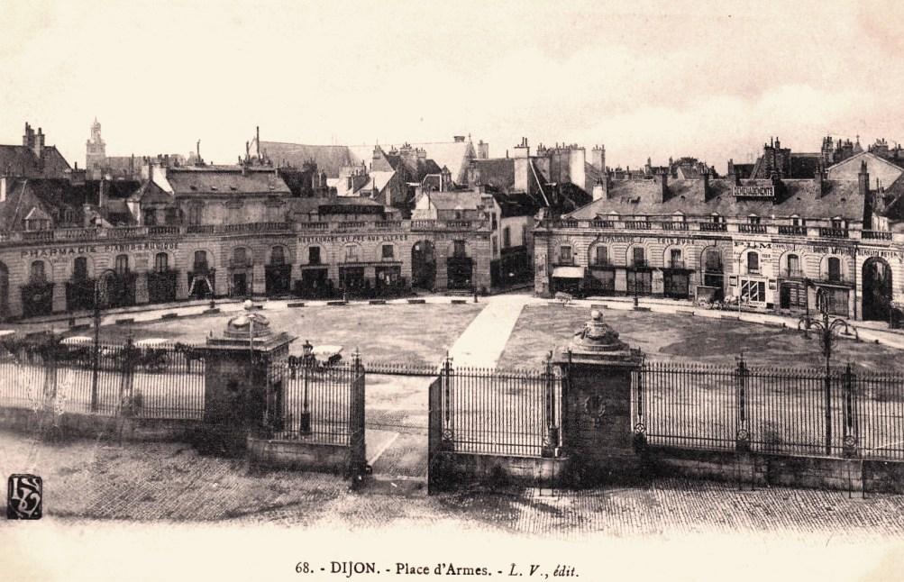 Dijon (Côte d'Or) La Place d'Armes CPA
