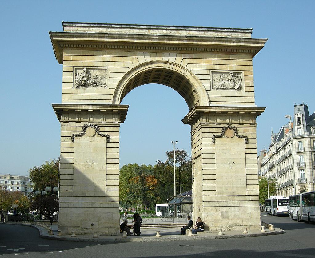 Dijon (Côte d'Or) La Place Darcy et la porte Guillaume