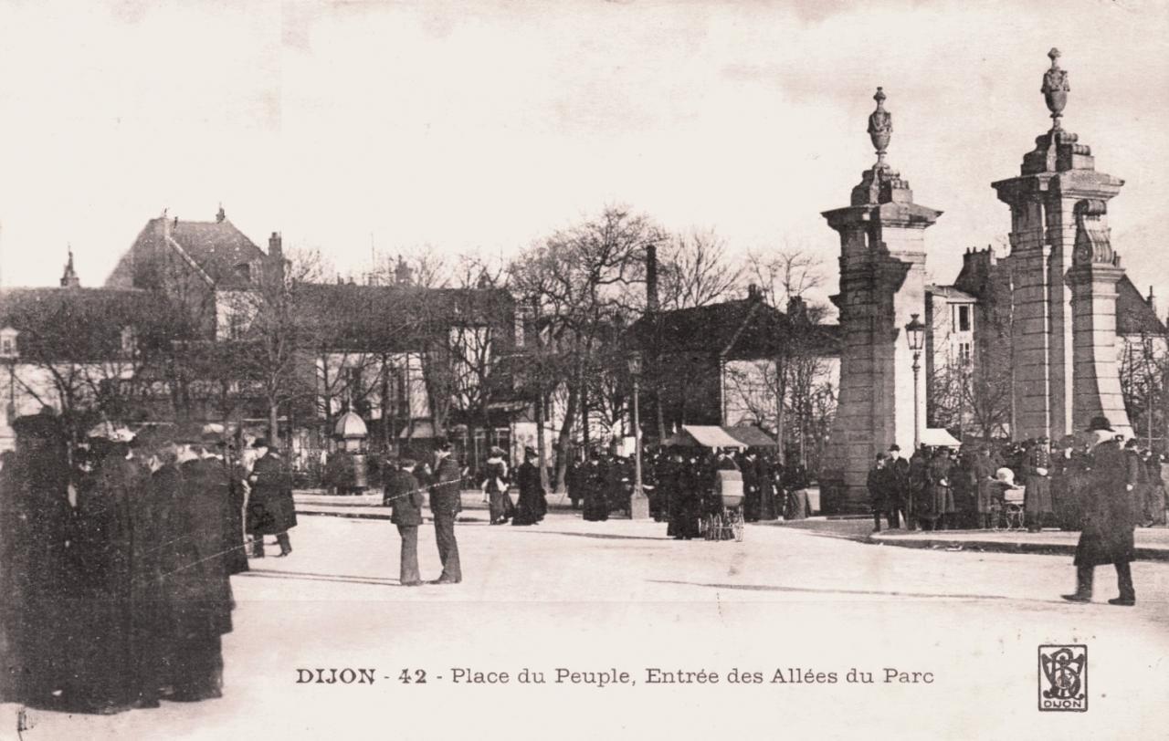 Dijon (Côte d'Or) La place du Peuple CPA