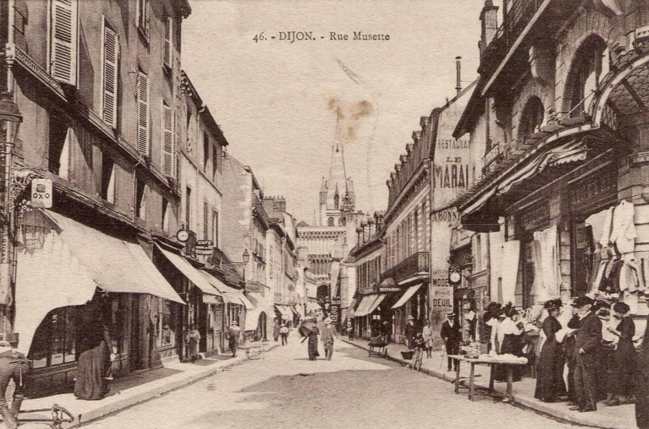 Dijon (Côte d'Or) La rue Musette CPA