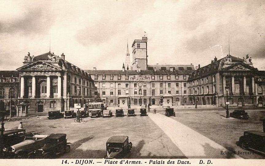 Dijon (Côte d'Or) Le Palais des ducs de Bourgogne CPA