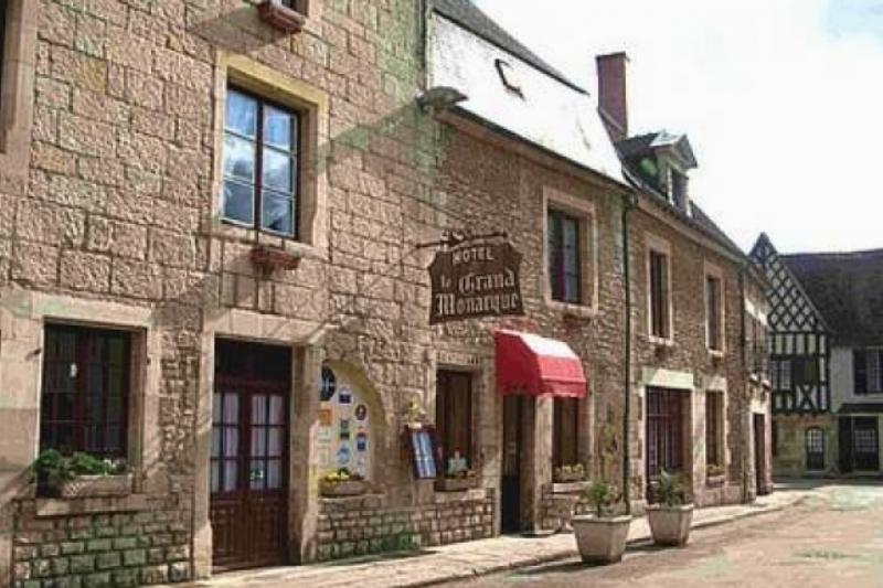Donzy (Nièvre) L'Hôtel du Grand Monarque