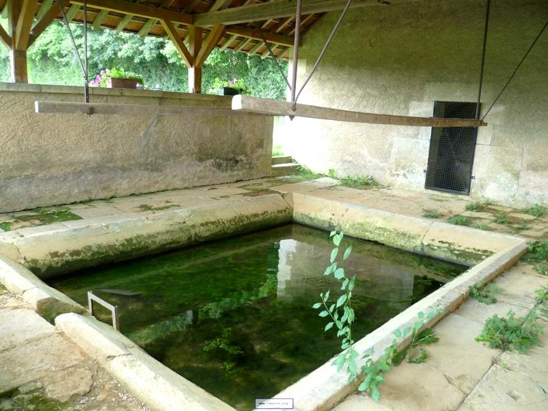 Donzy (Nièvre) La Bretonnerie, le lavoir