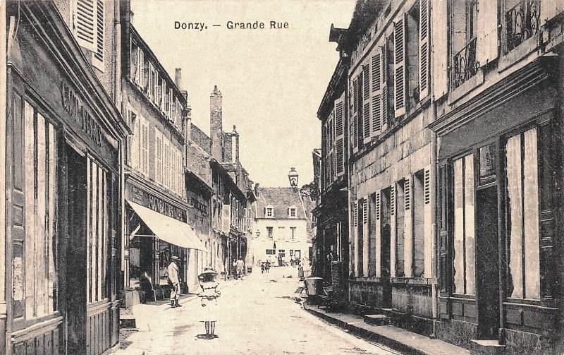 Donzy (Nièvre) La Grande Rue CPA
