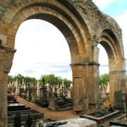 Donzy (Nièvre) Le cimetière de Notre-Dame-du-Pré