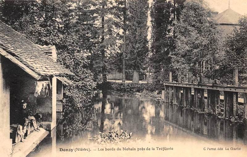 Donzy (Nièvre) Un lavoir CPA