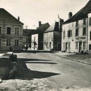 Dornecy (Nièvre) La place de la Poste CPA