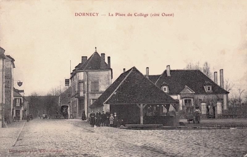Dornecy (Nièvre) La place du collège CPA
