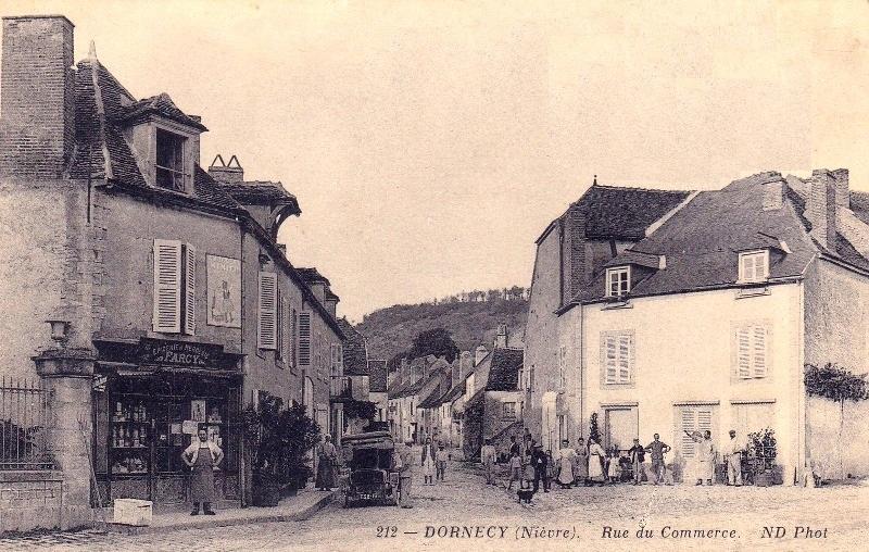Dornecy (Nièvre) La rue du Commerce CPA