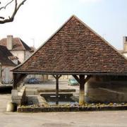 Dornecy (Nièvre) Le grand lavoir