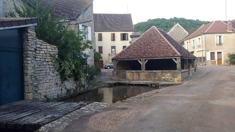 Dornecy (Nièvre) Le lavoir de la Porte de Bourgogne