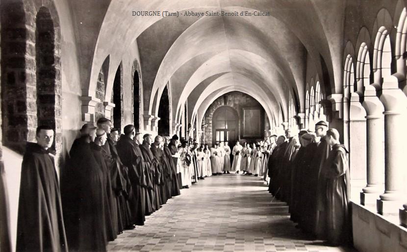 Dourgne (Tarn) CPA Abbaye Saint Benoit d'En-Calcat, les moines