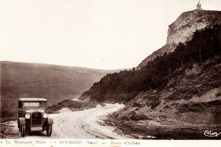 Dourgne (Tarn) CPA route ancienne d'Arfons, la statue