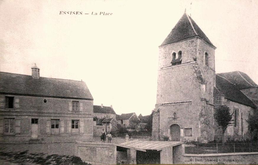 Essises (Aisne) CPA la place en 1918
