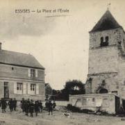 Essises (Aisne) CPA la place et l'école