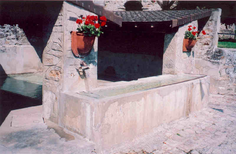 Essises (Aisne) Le lavoir près de la mairie