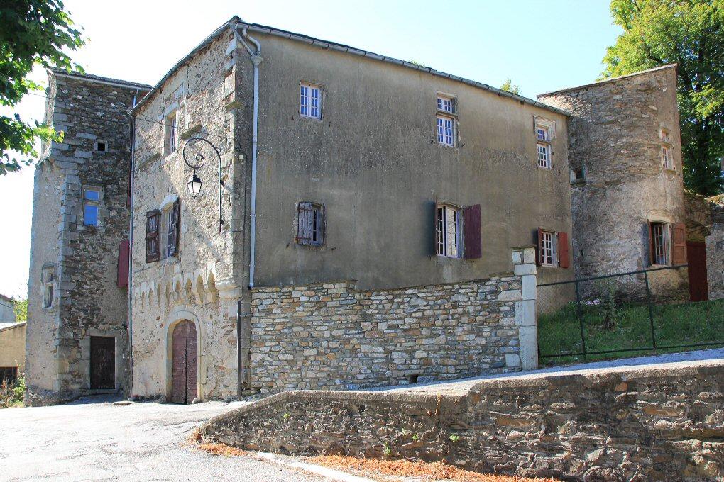 Fayet (Aveyron) Laroque, le château