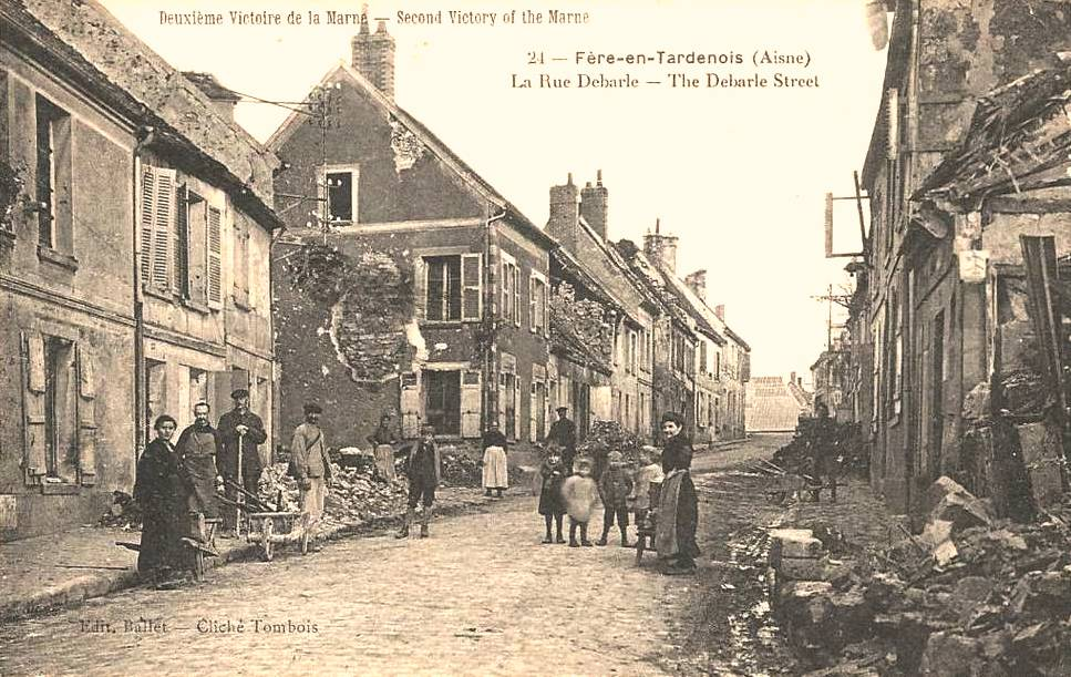 Fère-en-Tardenois (Aisne) CPA la rue Debarle 14-18