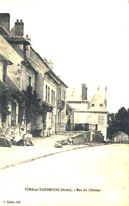 Fère-en-Tardenois (Aisne) CPA la rue du château
