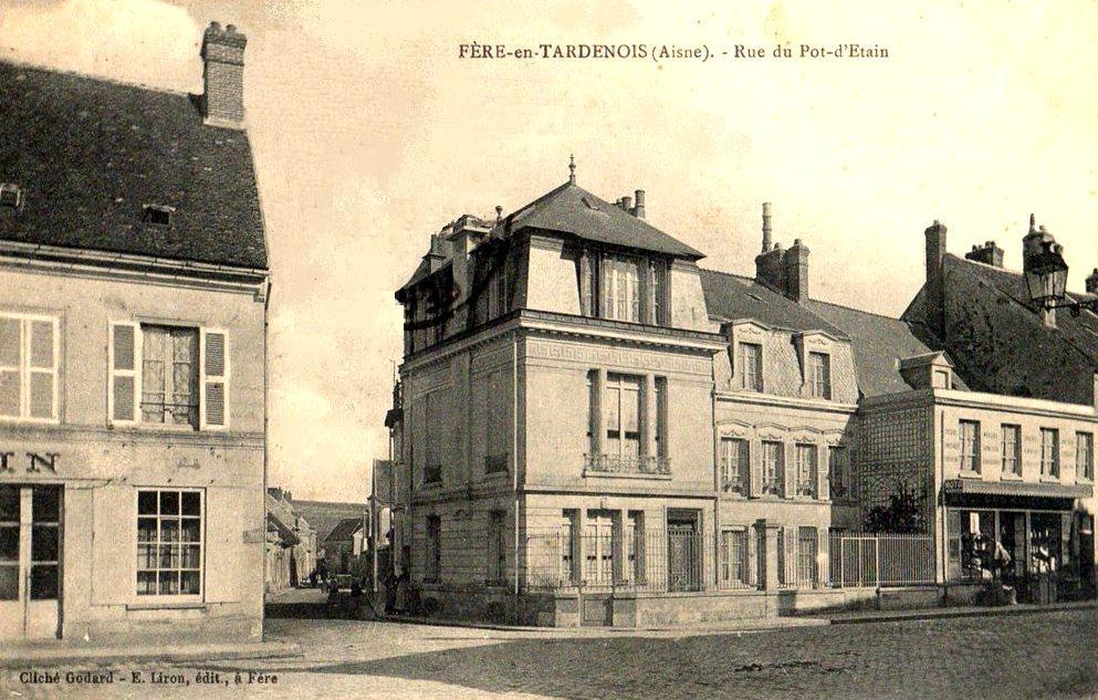 Fère-en-Tardenois (Aisne) CPA la rue du pot d'Etain