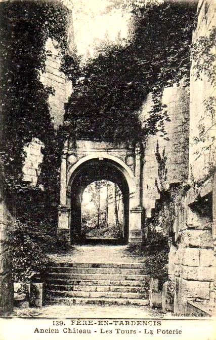 Fère-en-Tardenois (Aisne) CPA le château