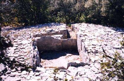 Ferrières-les-Verreries (Hérault) Le dolmen