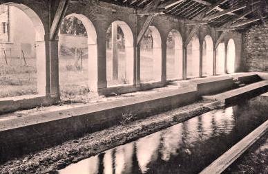 Fleurey-sur-Ouche (Côte d'Or) L'ancien lavoir en 1877 CPA