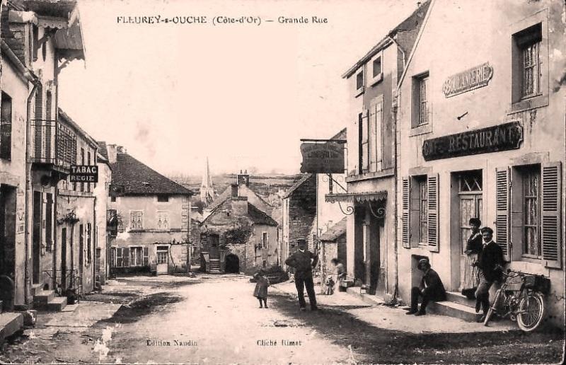 Fleurey-sur-Ouche (Côte d'Or) La grande rue du haut CPA