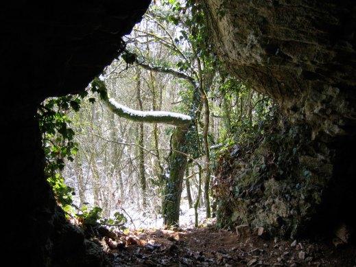 Fleurey-sur-Ouche (Côte d'Or) La grotte de La Grapine