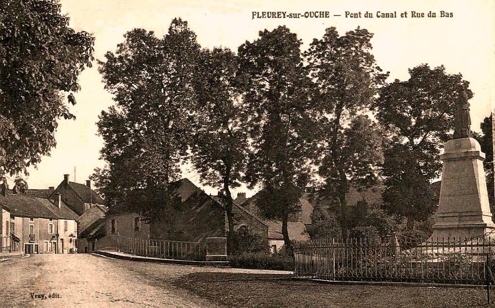 Fleurey-sur-Ouche (Côte d'Or) Le pont et la grande rue du bas CPA