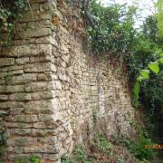 Fleurey-sur-Ouche (Côte d'Or) Vestiges des anciennes murailles