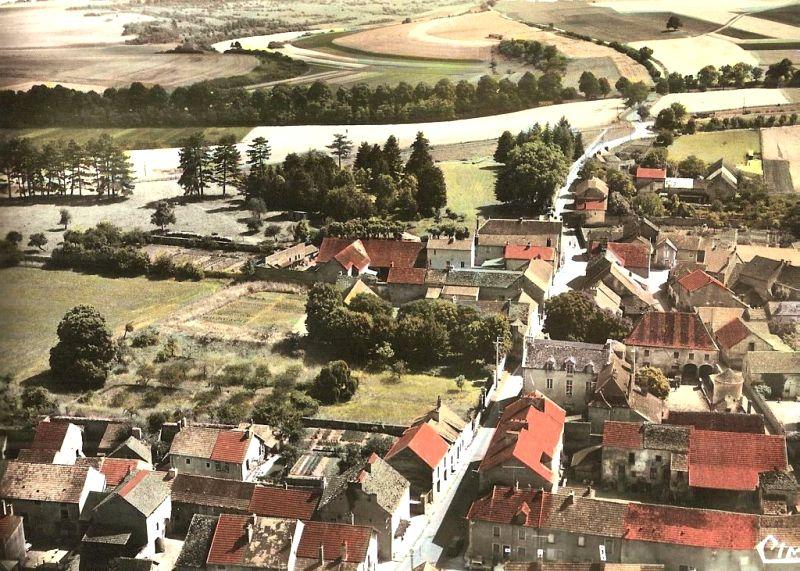 Fleurey-sur-Ouche (Côte d'Or) Vue générale